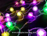 Thông số kỹ thuật: – Sử dụng led 7 màu – Chiều dài 5m – Nguồn : điện 220V – Hình bông tuyết , hình quả thông Giá : 150,000vnđ<!-- AddThis Sharing Buttons below -->